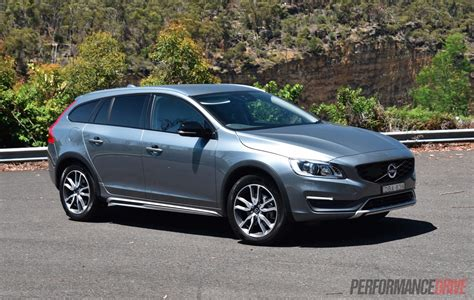 2016 Volvo V60 Cross Country D4 Review (video
