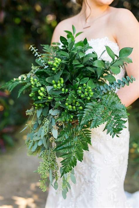 greenery wedding bouquets  swoon  weddingomania