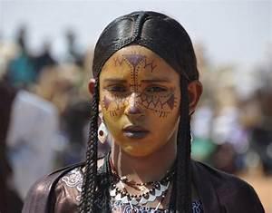 Africa | Tuareg girl. Aïr Festival of 2010 . Niger ...