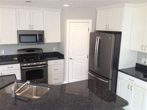kitchen cabinets with black appliances gray kitchen cabinets with black appliances ge 8165