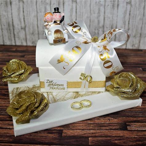 geldgeschenke zur goldhochzeit geschenk zur goldenen hochzeit truhe auf geschenkplatte