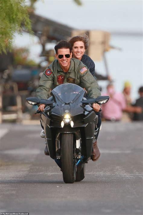 jennifer connelly top gun tom cruise 56 recreates iconic top gun motorbike scene