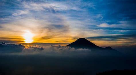 golden sunrise puncak sikunir indonesiatrip