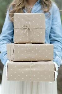 Diy gift wrap ideas 2078968 weddbook for Wedding gift wrapping ideas