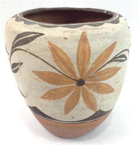 Early 20th Century Zia Pueblo Early 20th Century Zia Pueblo Pottery Pot 937