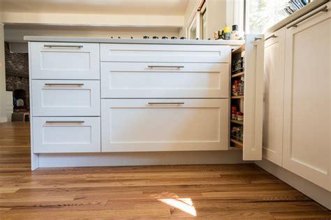 ikea shaker kitchen cabinets diy shaker ikea estilo craftsman cocina seattle de 4592