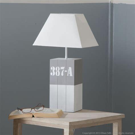 poser un abat jour le 224 poser en bois avec abat jour en blanc hauteur 55 cm lieux ps et fils