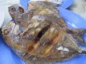 Juru Goreng Ikan Bawal at Warung Kelapa Sawit | Food Scan