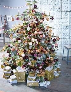 Weihnachtsbaum Geschmückt Modern : ppig dekorierter weihnachtsbaum hocker holzhocker ~ A.2002-acura-tl-radio.info Haus und Dekorationen