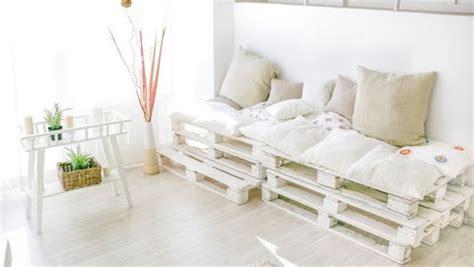 fabriquer un canapé en palette comment fabriquer un canapé en palettes de bois très
