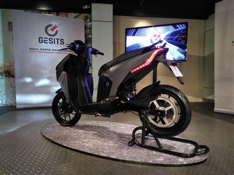 Gesits Electric Image by November Dijajal Jokowi 5 000 Motor Gesits Lahir Januari 2019