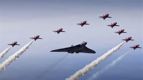 Vulcan Bomber Red Arrows 4k Wallpapers