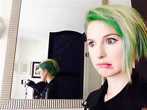 Paramore's Hayley Williams has new green hair and it's amazing