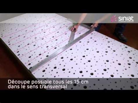 pose dun plafond avec plaques perforees motif aleatoire