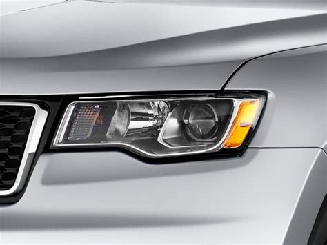 2017 jeep grand cherokee light image 2017 jeep grand cherokee laredo 4x2 headlight size