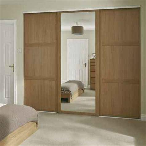 howdens shaker mirror oak sliding wardrobes en
