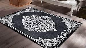 tapis salon gris noir sellingstgcom With tapis oriental avec basika nice canape