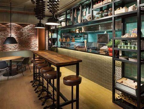 cuisine style indus du mobilier style industriel dans un restaurant