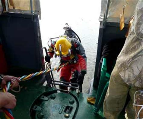 commercial diving jobs pay   work underwater