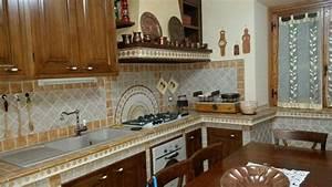 Cucina in muratura con piastrelle antiche: foto realizzazione cucina