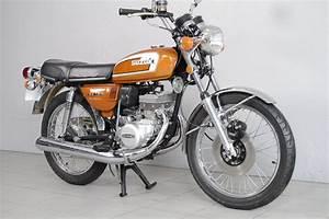 Moto Suzuki 125 : suzuki 125 gt de 1974 d 39 occasion motos anciennes de collection japonaise motos vendues ~ Maxctalentgroup.com Avis de Voitures