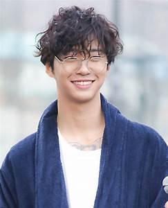 File:Bang Yong-guk at a fan meeting in March 2017 02.jpg ...