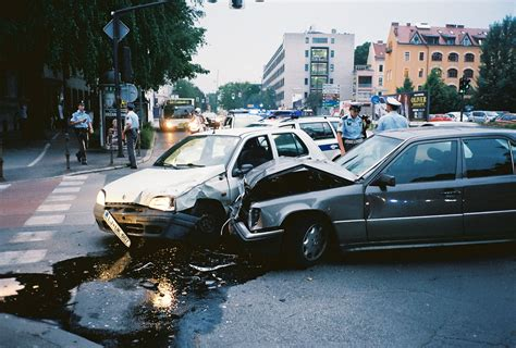 manage  car accident  steps  pictures