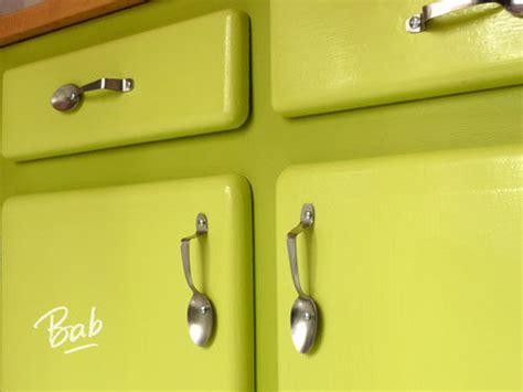 poignee de porte de meuble de cuisine boutons de poign 233 es sur poign 233 es de porte boutons de meuble et poign 233 es de porte