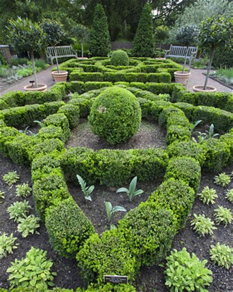 savvy housekeeping 187 martha stewart s herb garden