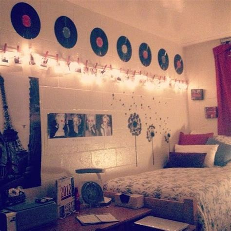 vinyl decorating 17 best images about dorm rooms on pinterest pearl letters colleges and diy dorm room