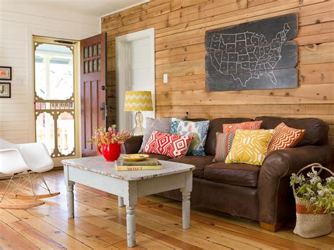 favorite ways  decorate   brown sofa