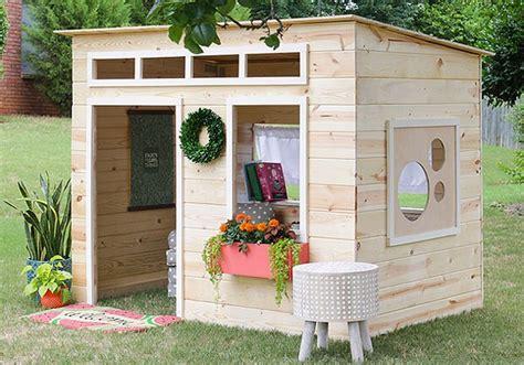 Backyard Play House by How To Build A Backyard Playhouse The Garden Glove