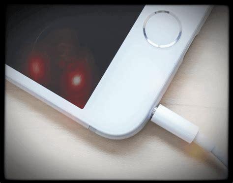 iphone stuck in headphones mode how to fix iphone stuck in headphones mode speaker not