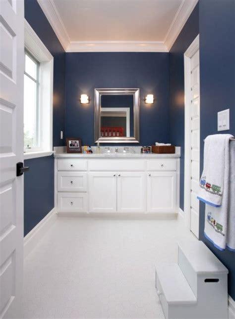 love  color blue   bathroom contrasting