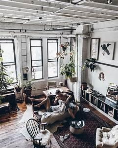 Wohnen In New York : couple in new york loft interior apartment engagement home pinterest ~ Markanthonyermac.com Haus und Dekorationen