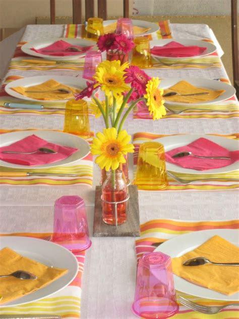et decoration cuisine fushia et jaune couleur pop photo de décoration de table maman s 39 éclate
