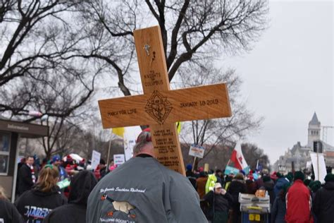 march trump pence dc worth vp president protecting tell every washington marchers cross cna confrontation m4l catholicnewsagency rousselle christine jan