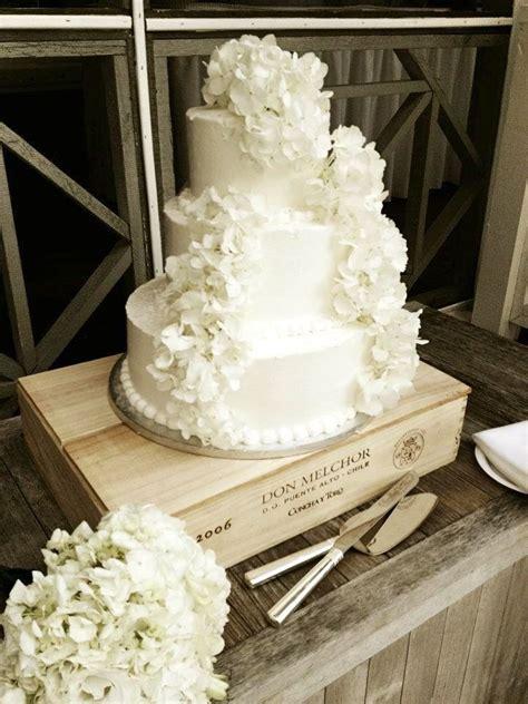 publix wedding cake   addition  real hydrangeas