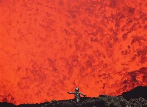 vid 201 o l int 233 rieur d un volcan 233 de tr 232 s pr 232 s