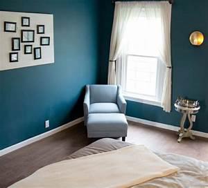 Couleur Bleu Canard Deco : peinture murale chambre couleur bleu petrole canap bleu clair linge maison beige parquet ~ Melissatoandfro.com Idées de Décoration