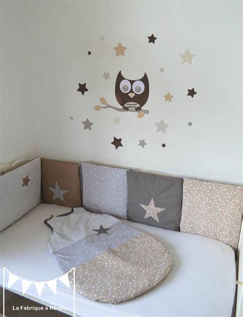 chambre bébé taupe gigoteuse turbulette tour de lit étoiles gris beige taupe