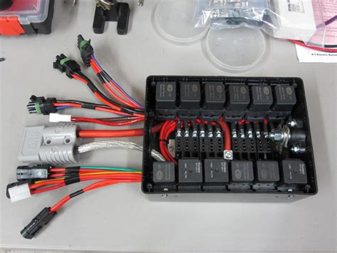 Electrical Fuse Box In Car by Electric Vehicle Relay Center On Tr3s And The Racing Of