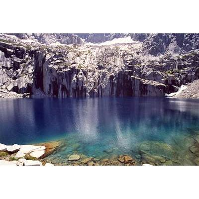 Panoramio - Photo of Precipice Lake near the Gap
