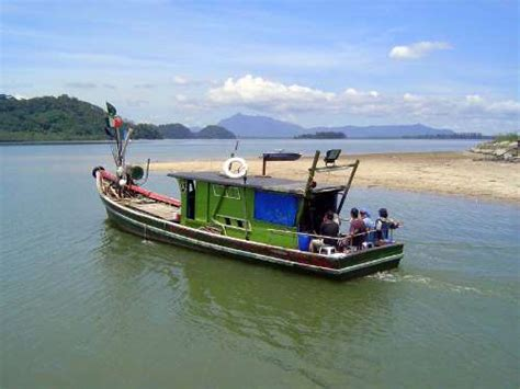 Fishing Boat Sale In Malaysia by Travel To Malaysia Santubong With The The Great Mirror
