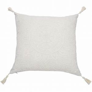 Maison Du Monde Coussin : coussin pompons en coton blanc 45x45cm mandala maisons du monde ~ Teatrodelosmanantiales.com Idées de Décoration