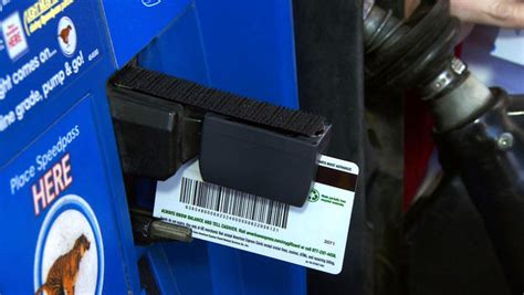 scammers  steal  credit card information