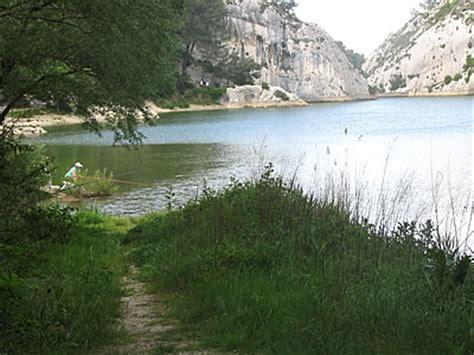 chambre d hote remy de provence lac des peiroou bouches du rhône 13 provence alpes