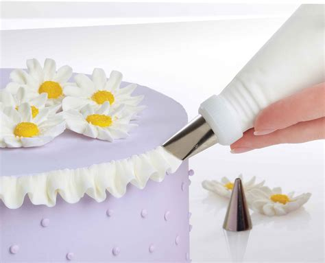 wilton   ultimate professional cake decorating set