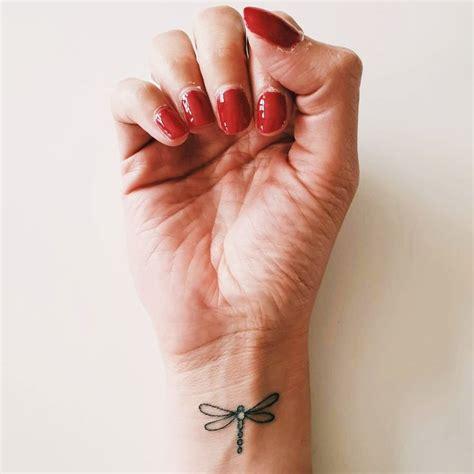 15 Hermosos tatuajes de libélulas y su poderoso