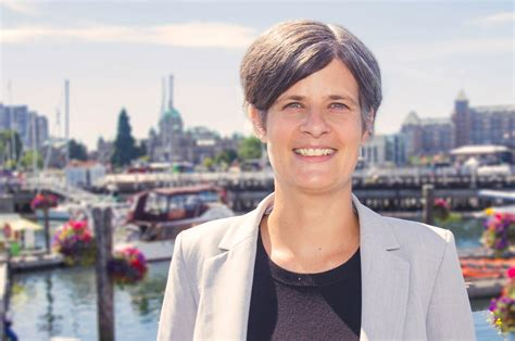 victoria mayor lisa helps set  lead  citys